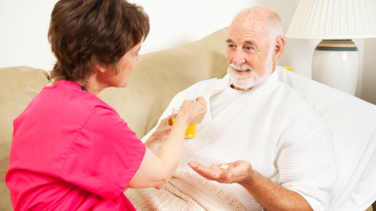 Обучение сиделок и родственников уходу за тяжелобольными на дому