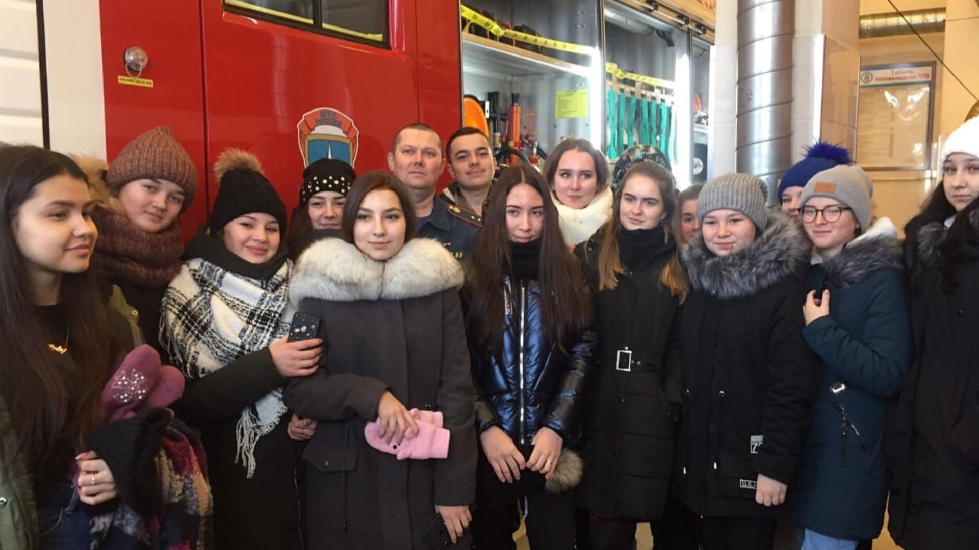 Студенты Республиканского медицинского колледжа побывали в гостях у пожарных-спасателей.