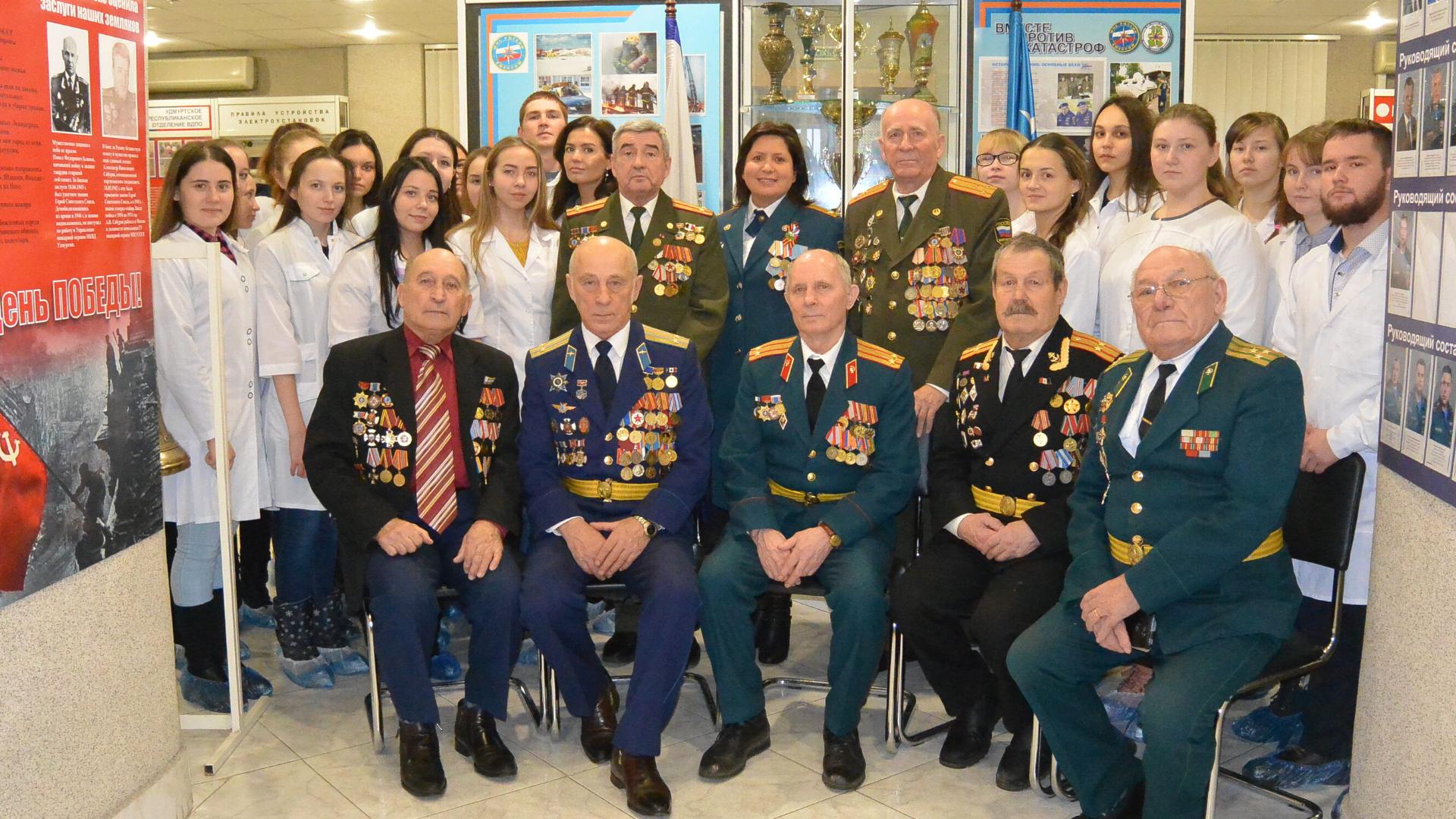 Студенты Республиканского медицинского колледжа приняли участие в мероприятии посвященное Дню героев Отечества