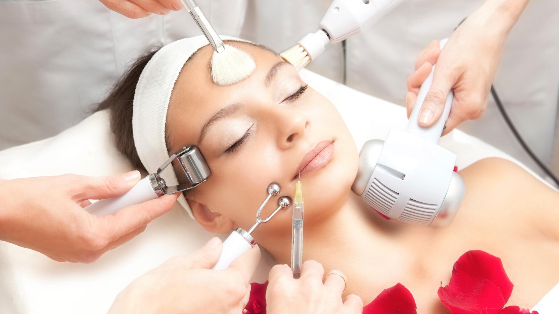 Специалисты, оказывающие косметологические услуги